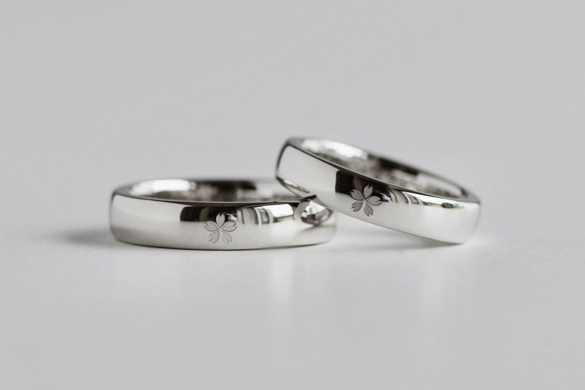 桜と大粒のダイヤを入れた結婚指輪